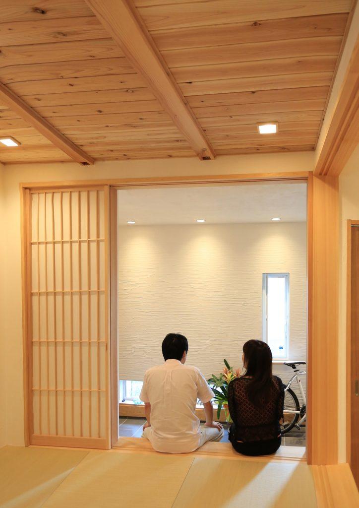 玄関からそのまま出入りできる和室は、急な来客対応時にも◎!
