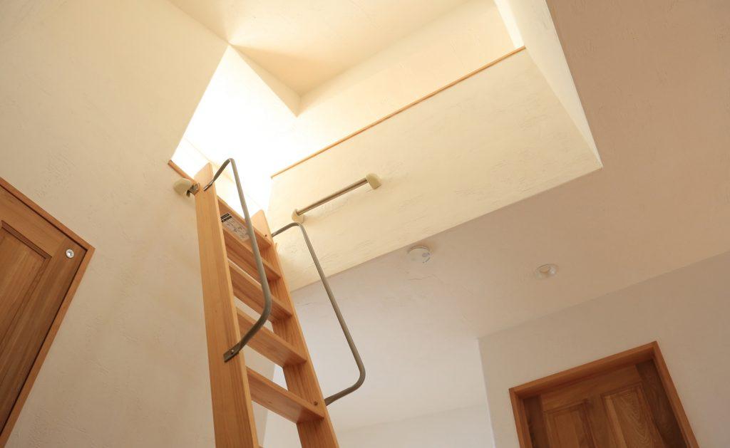 階段ホールから繋がるロフトスペース