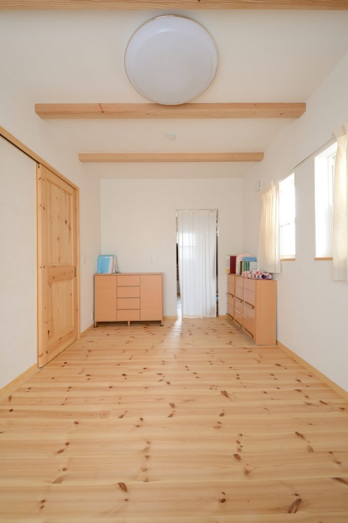 ウォークインクローゼットに隣接し、すっきり使える寝室