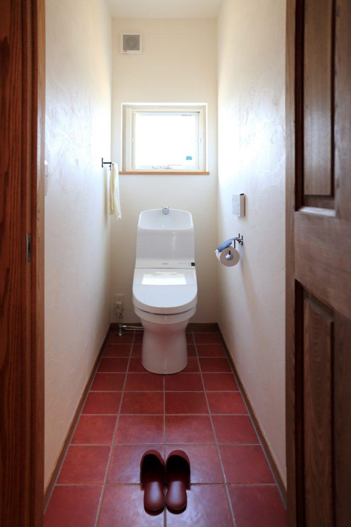1階と2階とで雰囲気の違いが楽しめるお手洗い