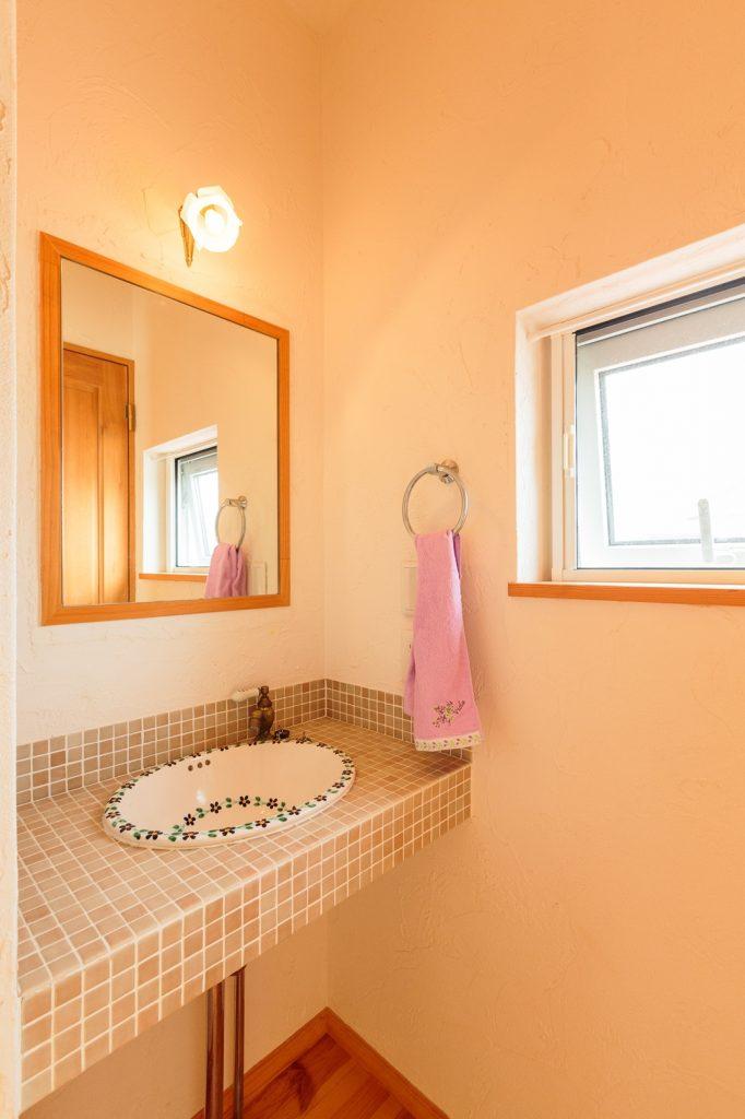 2階に設けた洗面台は、手洗いはもちろん1階洗面所の混雑時や掃除の時などにも使えて便利