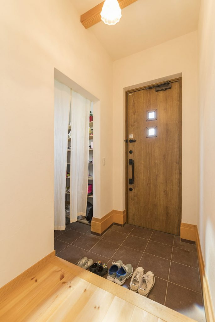 シューズクロークを備えたことで、いつもすっきり使える玄関