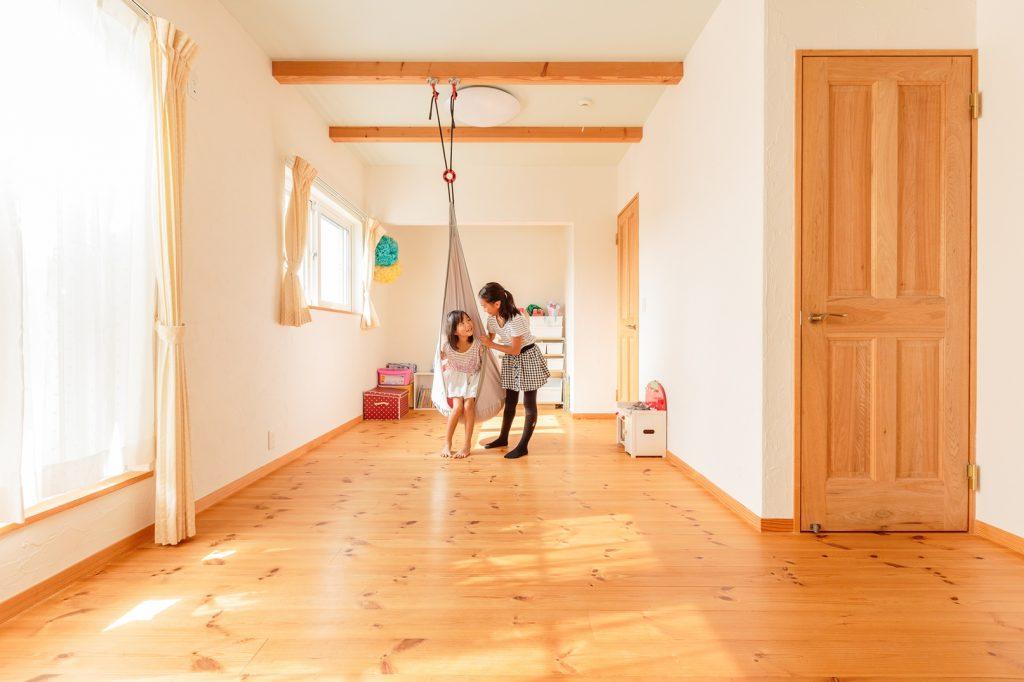 表しの梁を生かして、子ども部屋にはハンモックも…♪