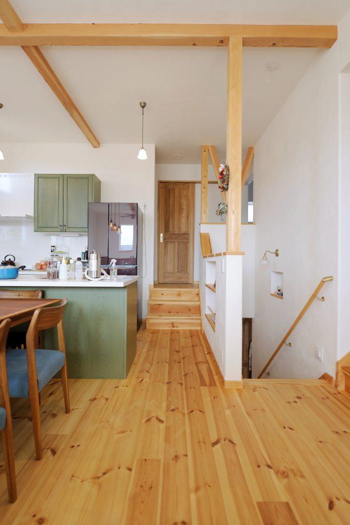 廊下の一部を腰壁にして、より広い空間を確保 『見せる柱&梁』の意匠効果も抜群!