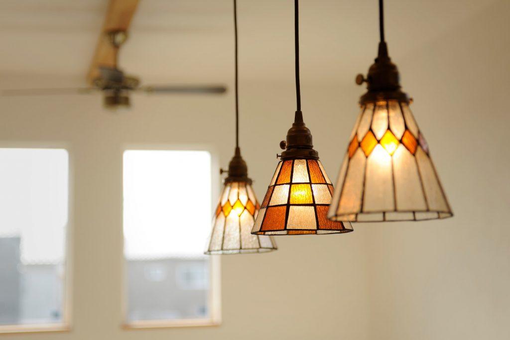 ステンドグラスの照明はインテリアとしても◎