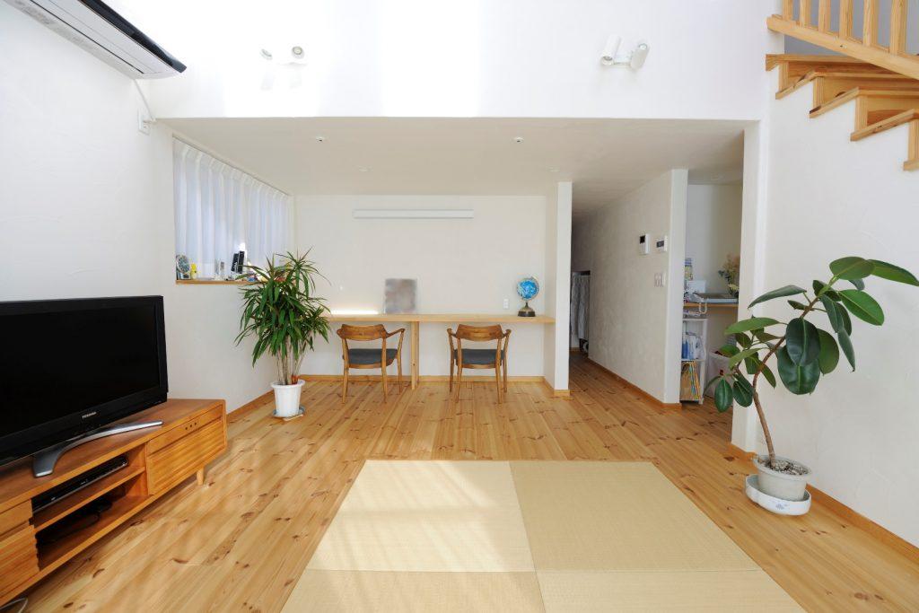 開放的な吹抜けが魅力的! 延床45坪の明るい二世帯住宅
