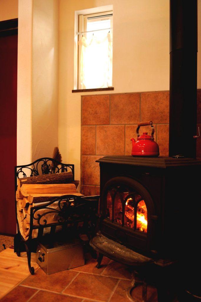 薪ストーブとクアトロ断熱の相乗効果で、一日中暖かい室内