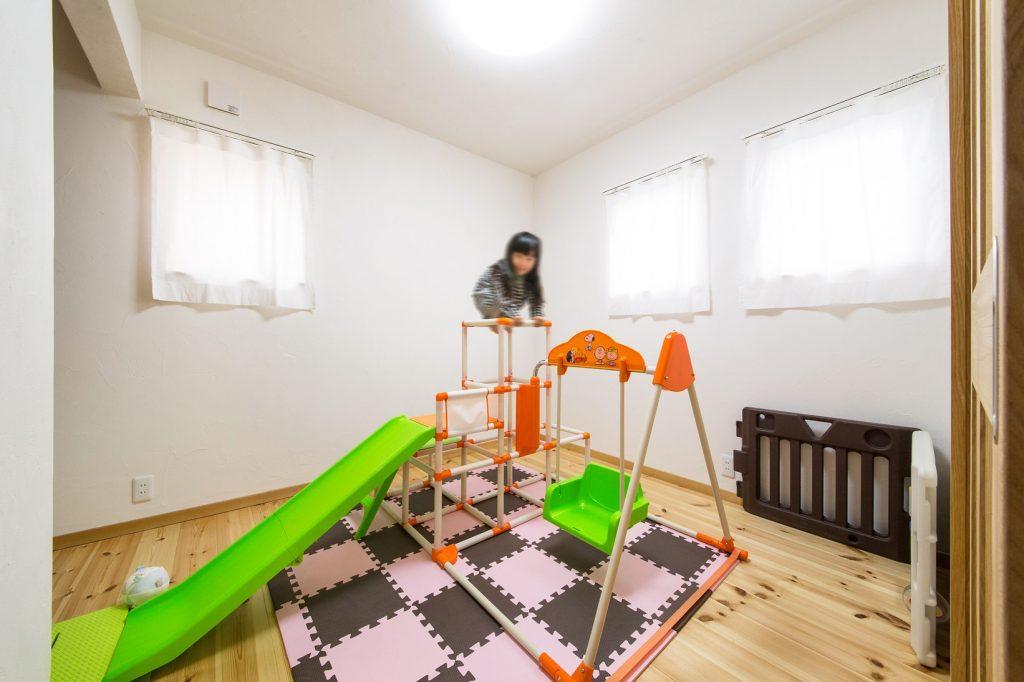 自然素材がここち良い 遊べる子ども部屋