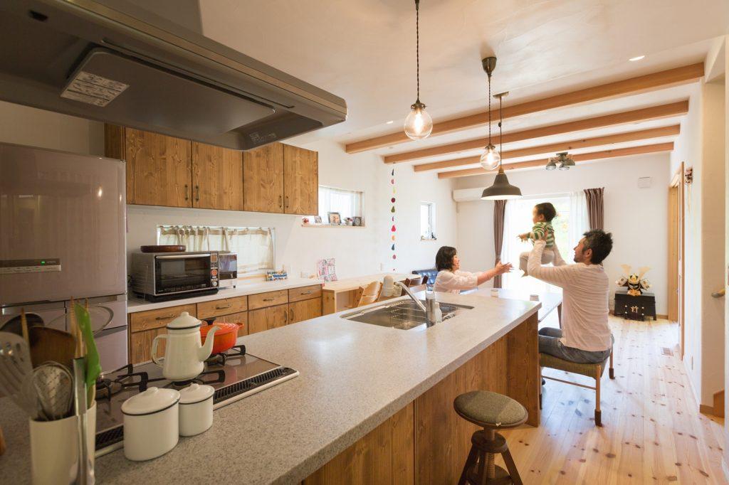 広い天板に収納力を兼ね備えたキッチン