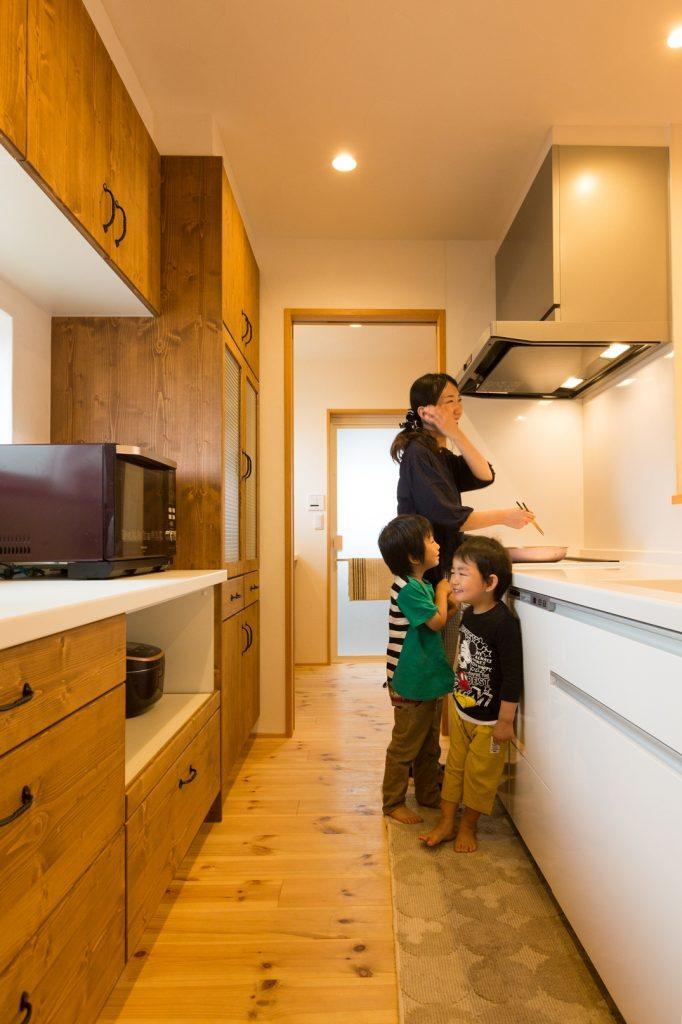キッチン⇔洗面⇔浴室まで一直線の家事ラク動線