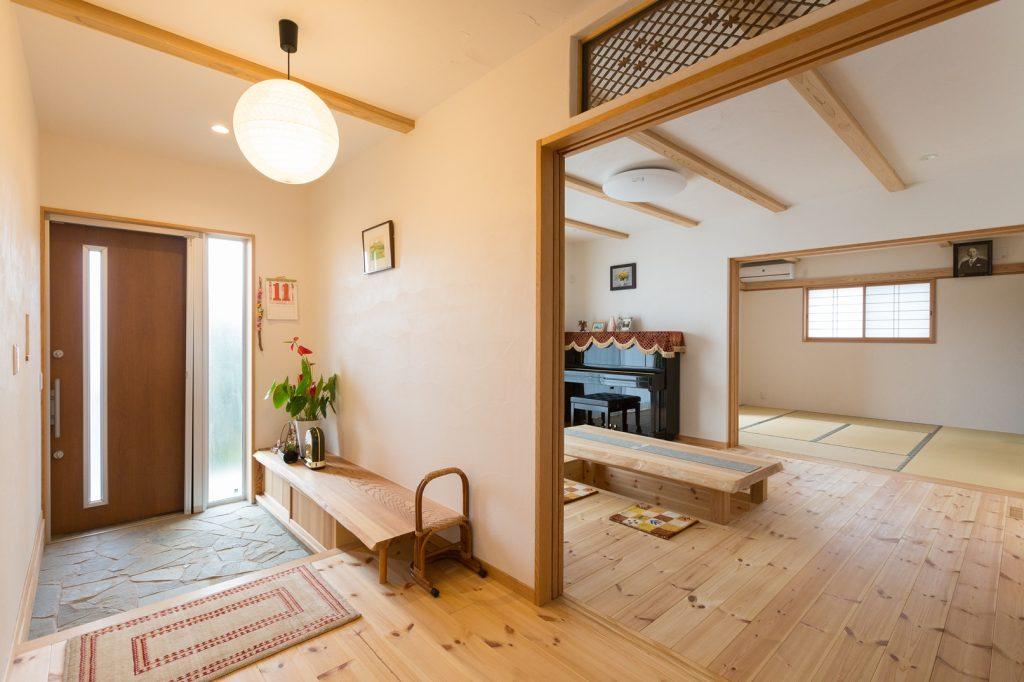 和の空間に自然素材が広がる素敵な二世帯住宅