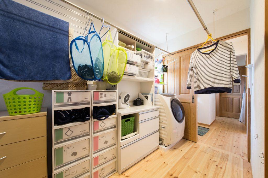 洗って干して、その場でしまえる脱衣室