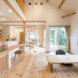 """""""資産価値のある家""""で自然素材に囲まれた暮らし"""