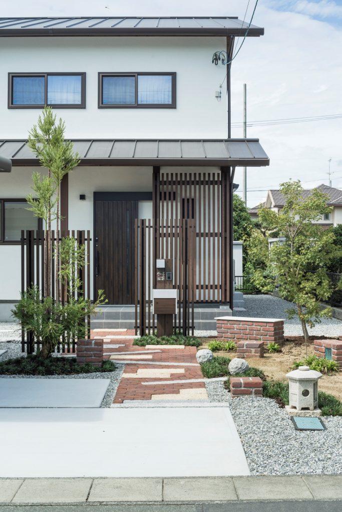 【和風×レンガ】 落ち着きのある玄関アプローチ