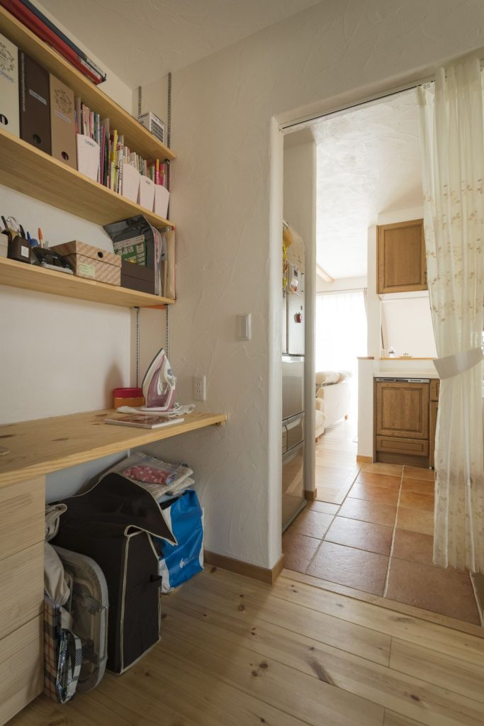 キッチン横には便利な家事室