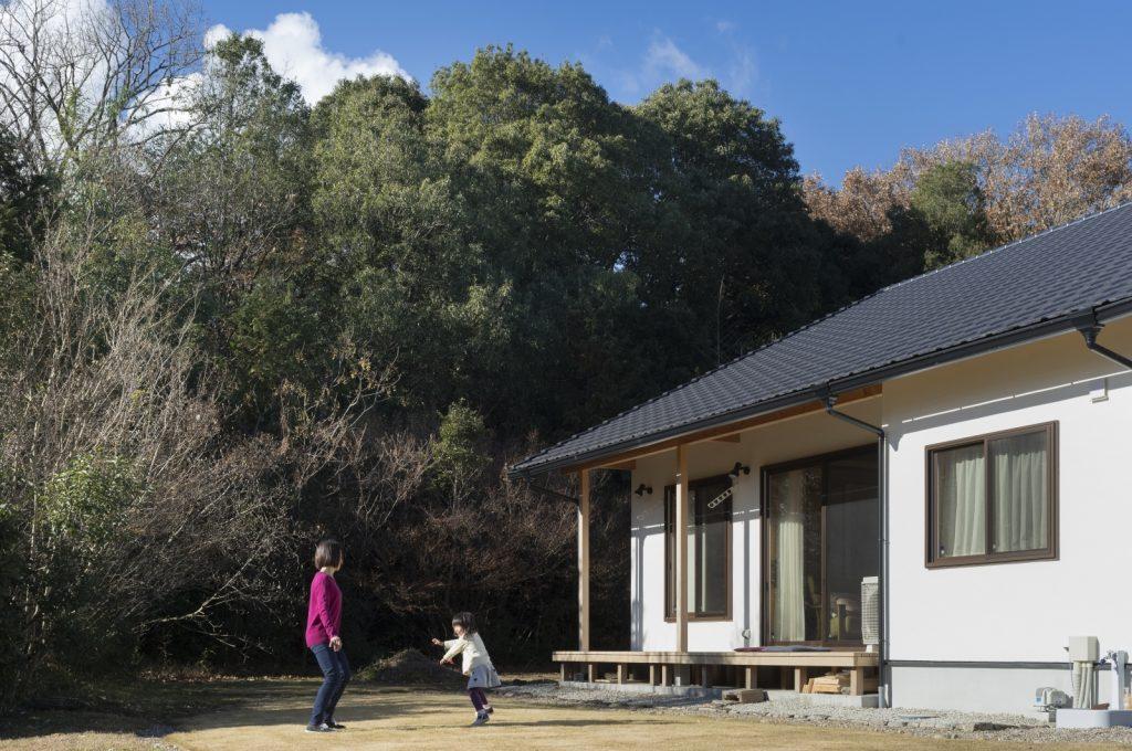 大屋根×ウッドデッキ!平屋のような和風住宅