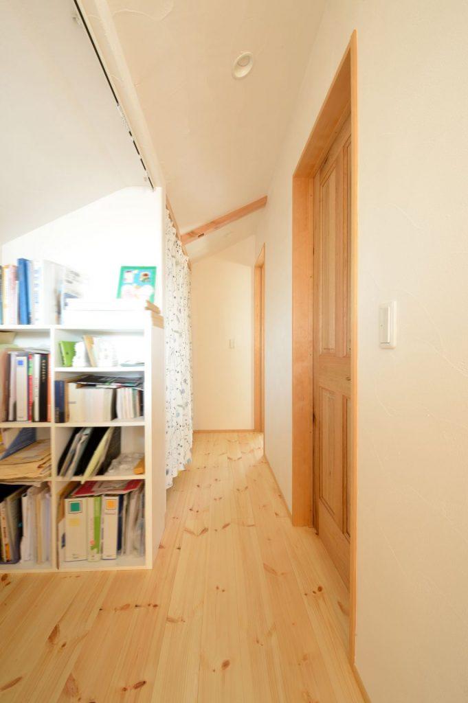 お手洗いへ変更可能な本棚スペース