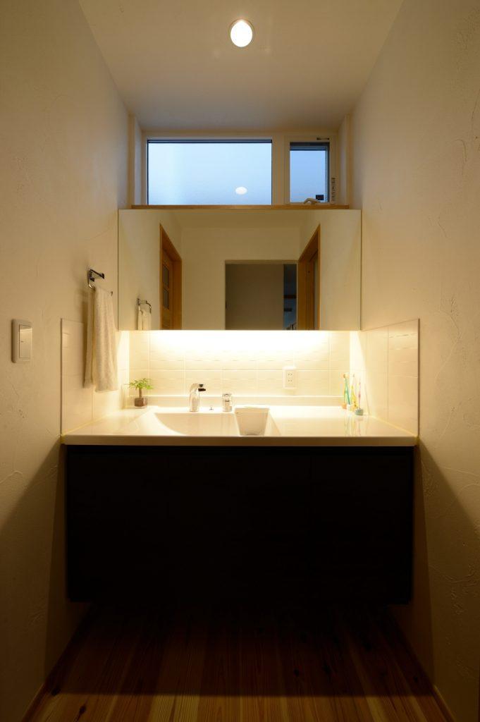 間接照明が美しい洗面