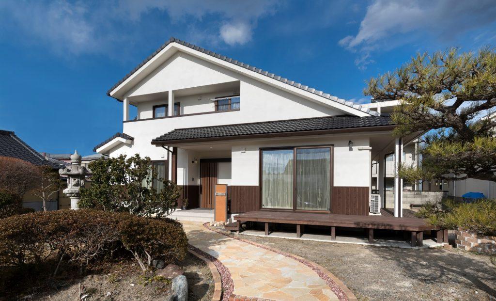 木の家に住む 和×ウッドデッキの自然素材住宅