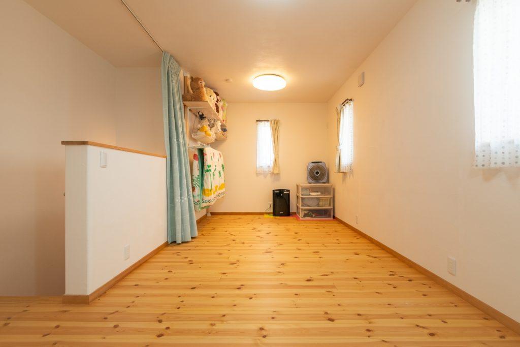 無垢フローリングで居心地のいい子ども部屋