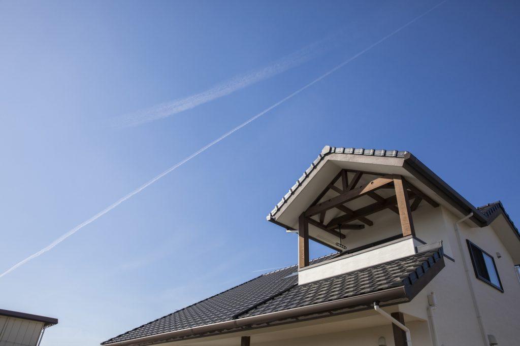 三角屋根に青空が似合う
