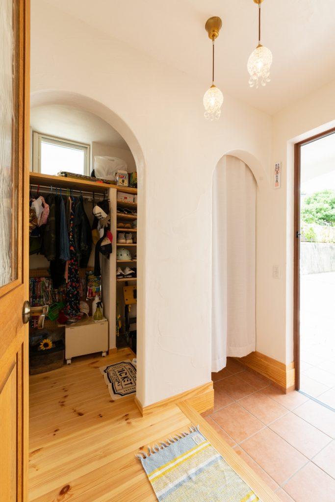 シューズクロークのある可愛い玄関