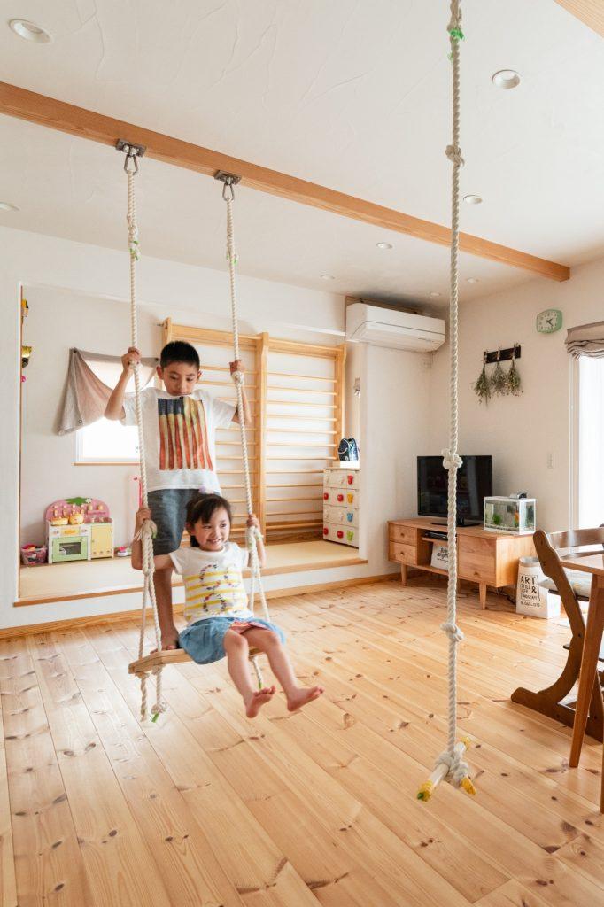 遊べる!小上がりの和室とロープ&ブランコ