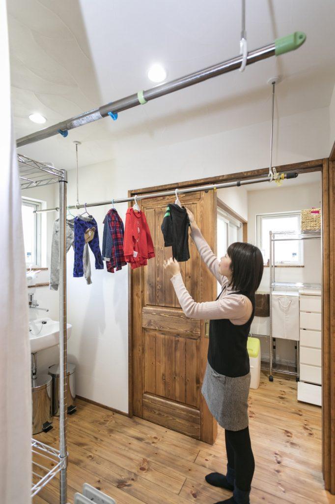 部屋干しでもよく乾く、優れた調湿性能