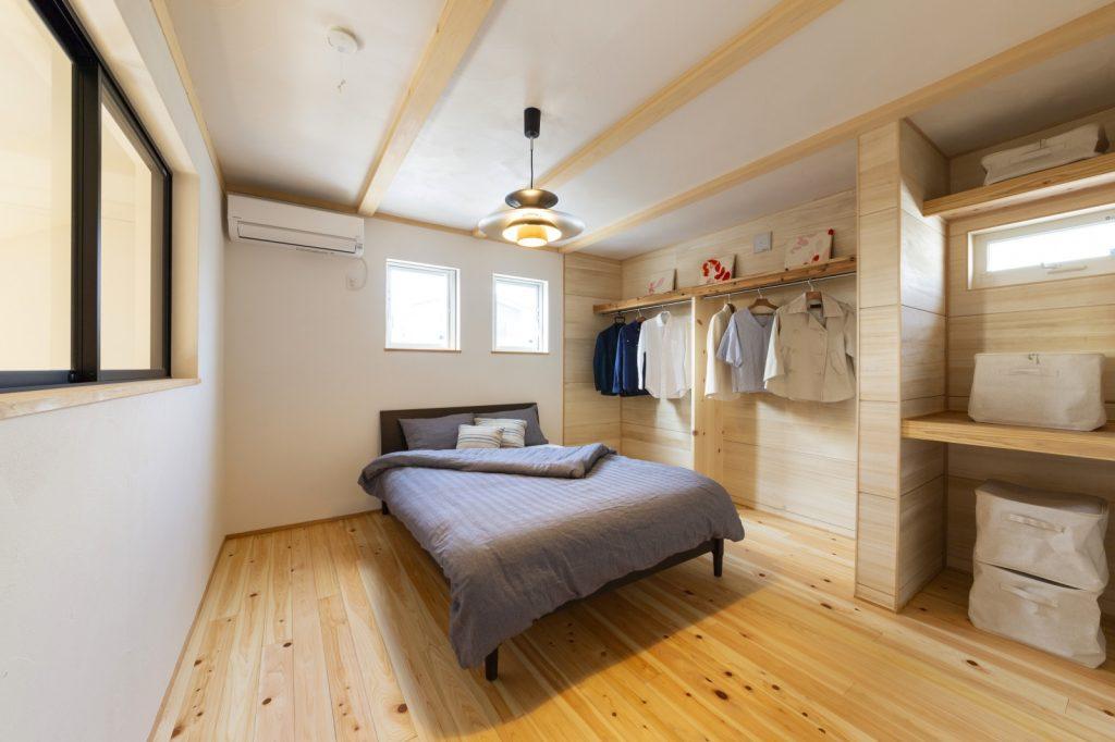 一目で洋服が選べる♪お店感のある寝室