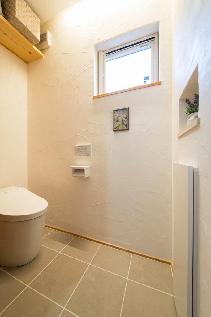 お手入れしやすい床タイルのトイレ