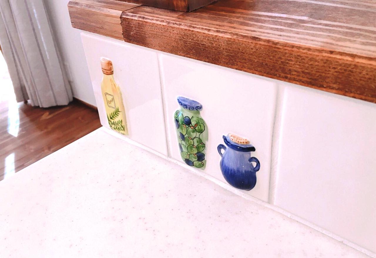 キッチン横のさりげないデザインタイル