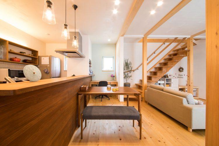 北欧スタイルの素敵なdesignに無垢の木が香るカフェ風キッチンのマイホーム