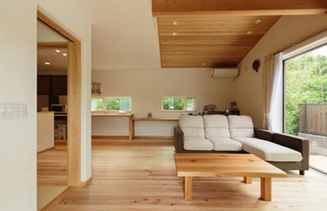 FSCの国際基準では、建築に使用する木材の70%以上をFSC認証原材料とした住宅を「FSC森林認証の家」としています。