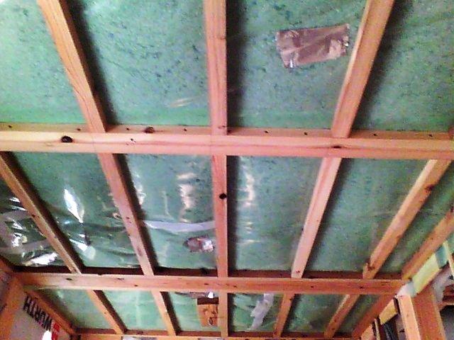 図1.目視による天井断熱材の様子
