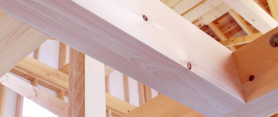 屋根遮熱材は、建物の断熱性能を更に高めることで、室内を快適な温熱環境に保つことに貢献します
