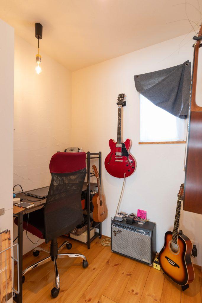 書斎としても趣味部屋としても使える個室