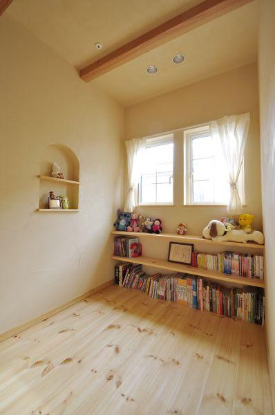 2階のフリーススペースは、絵本が大好きなお子様のための読書スペースに
