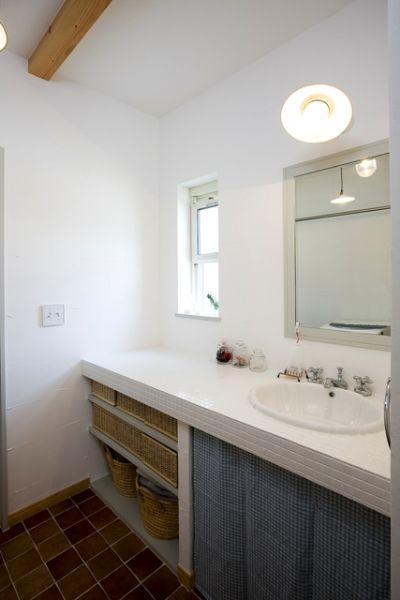 広めにとった洗面スペース。