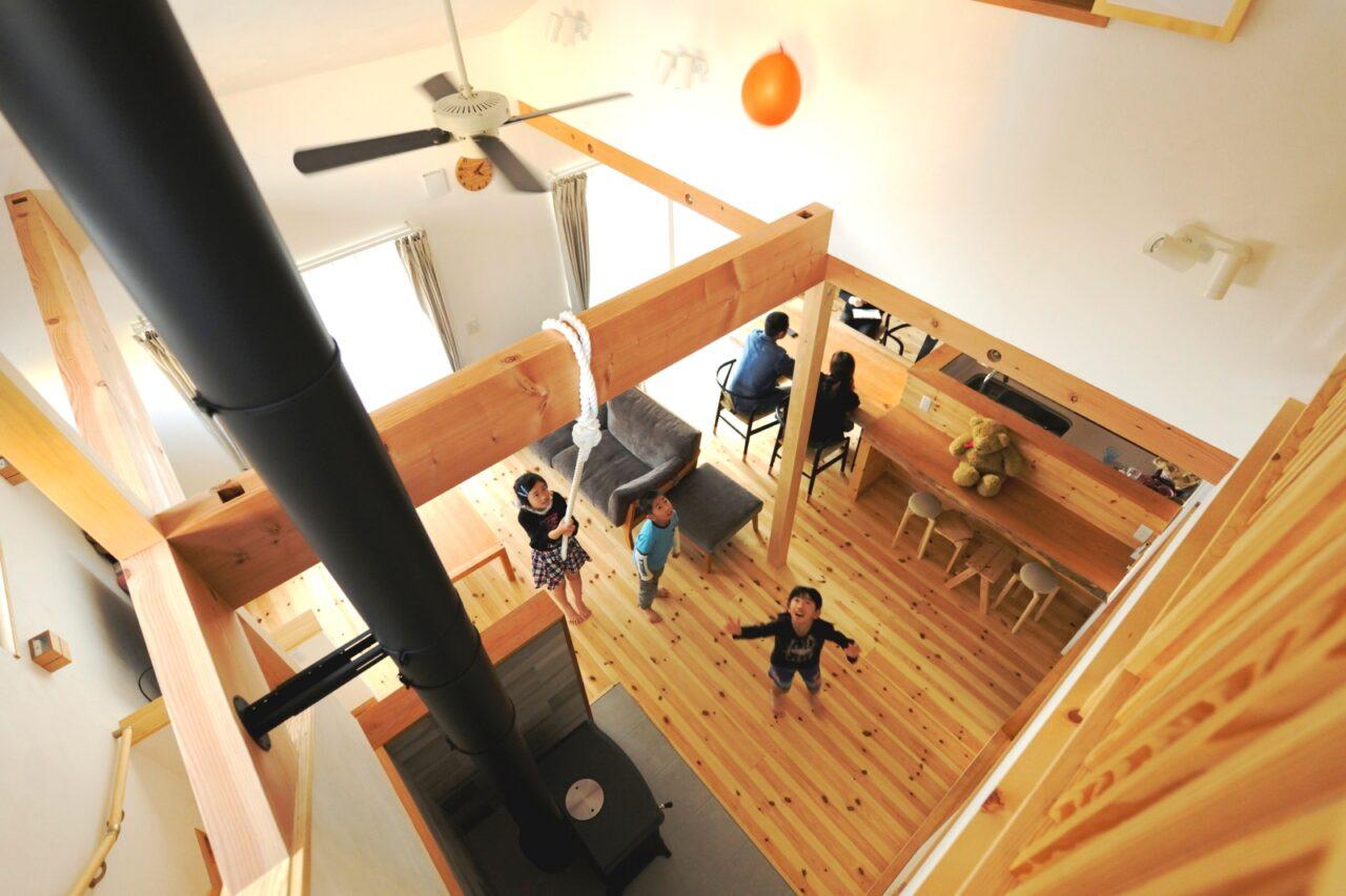 1階と2階を繋ぐ大きな吹抜けはお子様たちにも大好評!