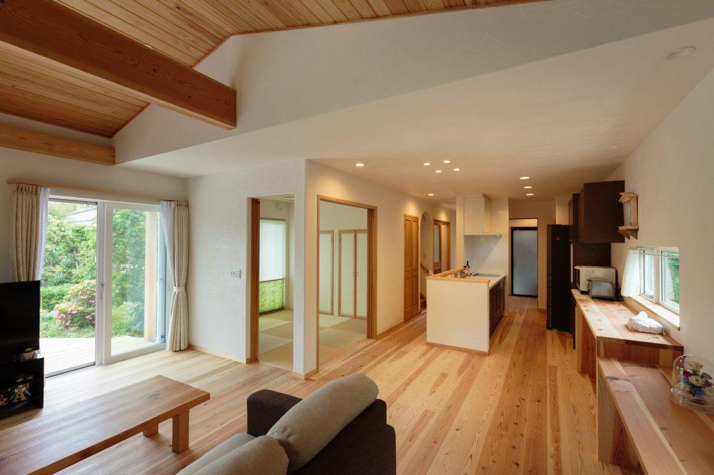 暮らしの中心となるLDKは、和室と合わせると28畳を超える大空間