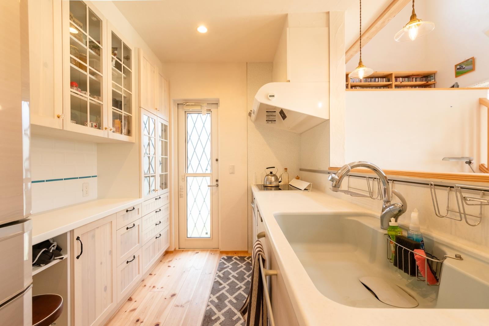 可愛くて使いやすい収納力のあるキッチン