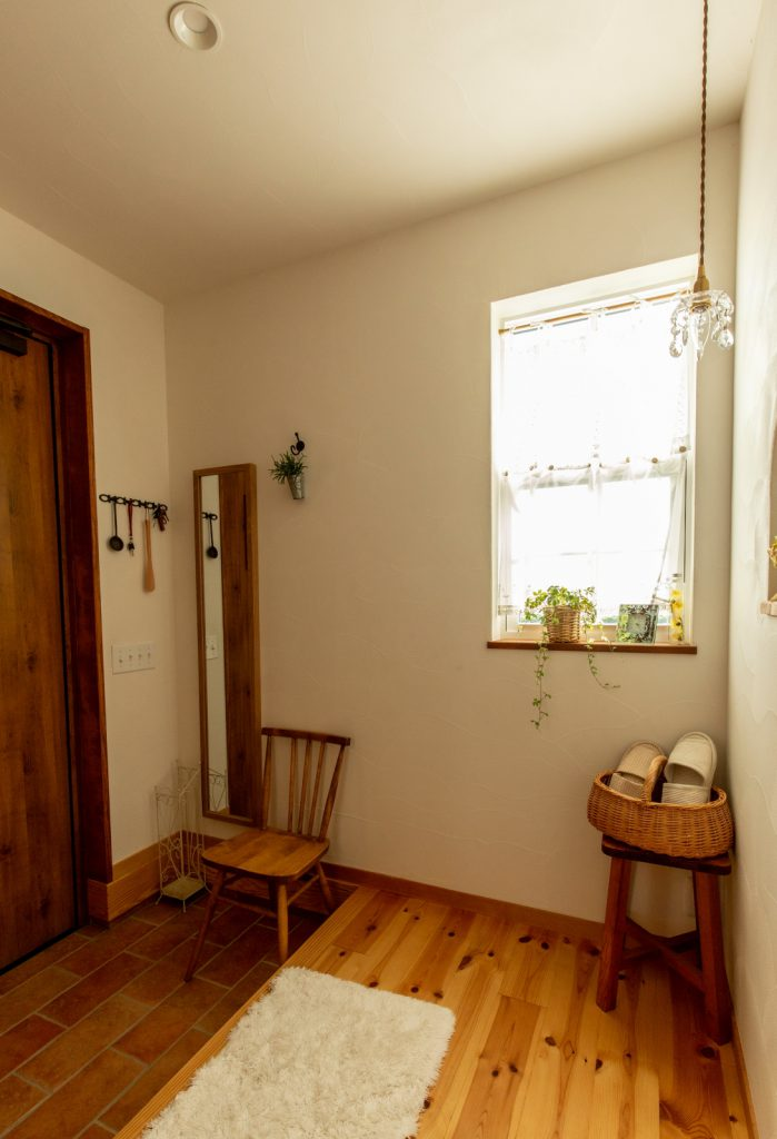 レンガ風の床タイルが可愛い玄関