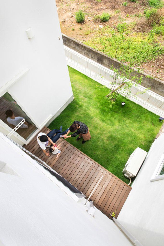 プライベートガーデンを楽しめるコの字型住宅