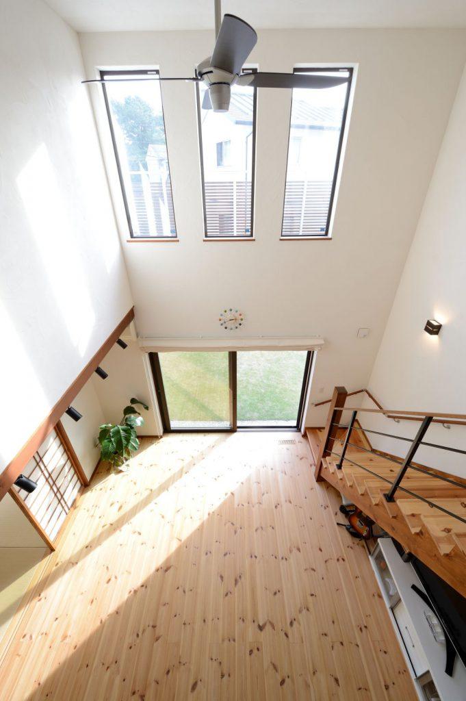 大きな吹抜けにより、1階⇔2階の垣根がなく一体感のある住まいを実現