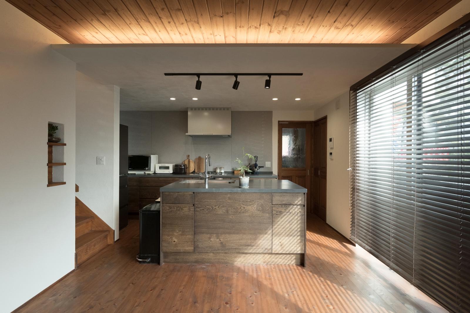31坪に建てたブルックリンスタイルの自然素材住宅 シンプルでかっこいいオープンキッチン