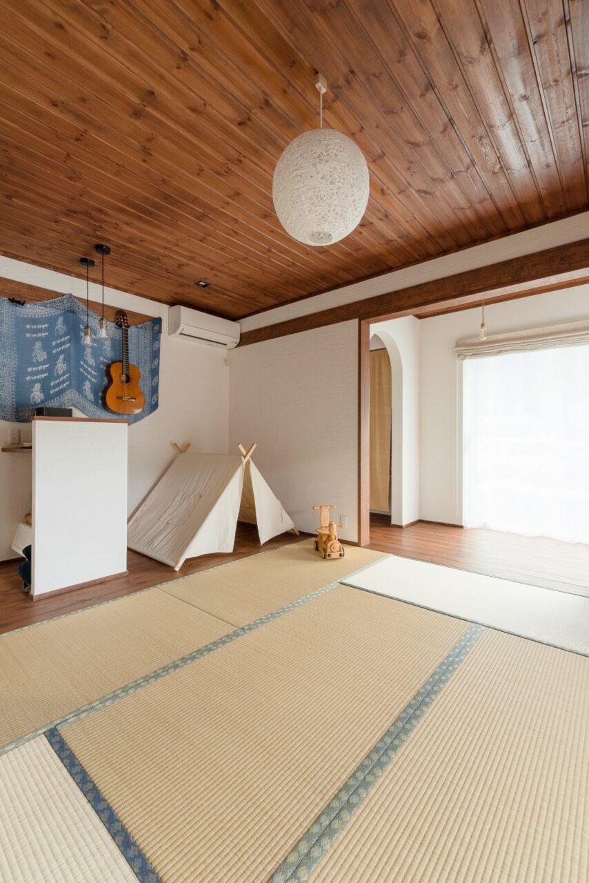 無垢材と国産い草の畳が香る和室