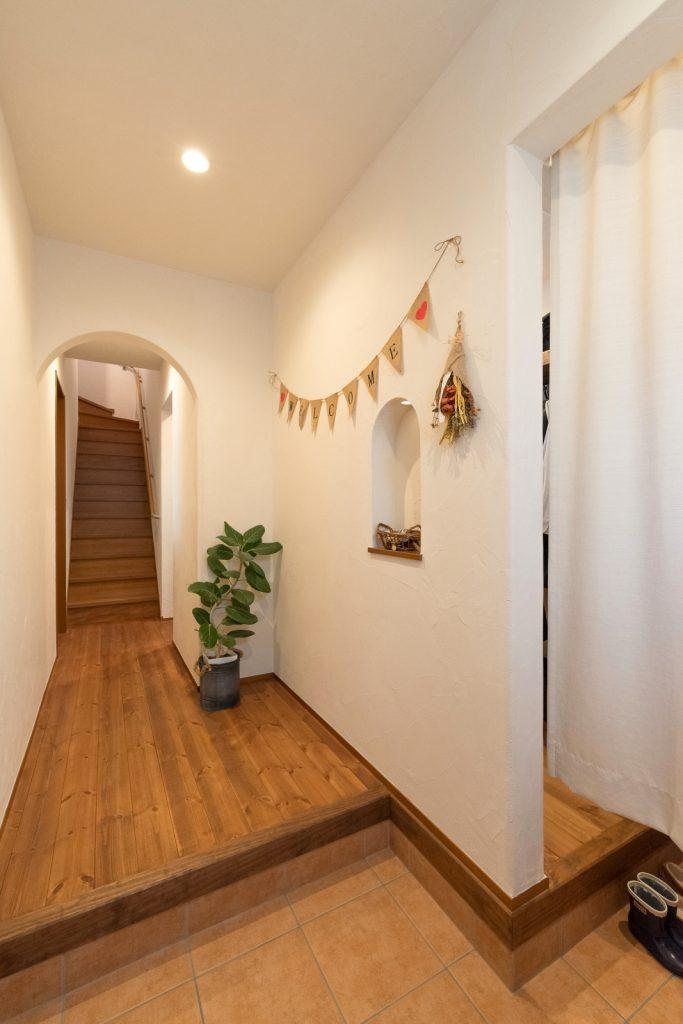 シンプルで大人可愛い玄関