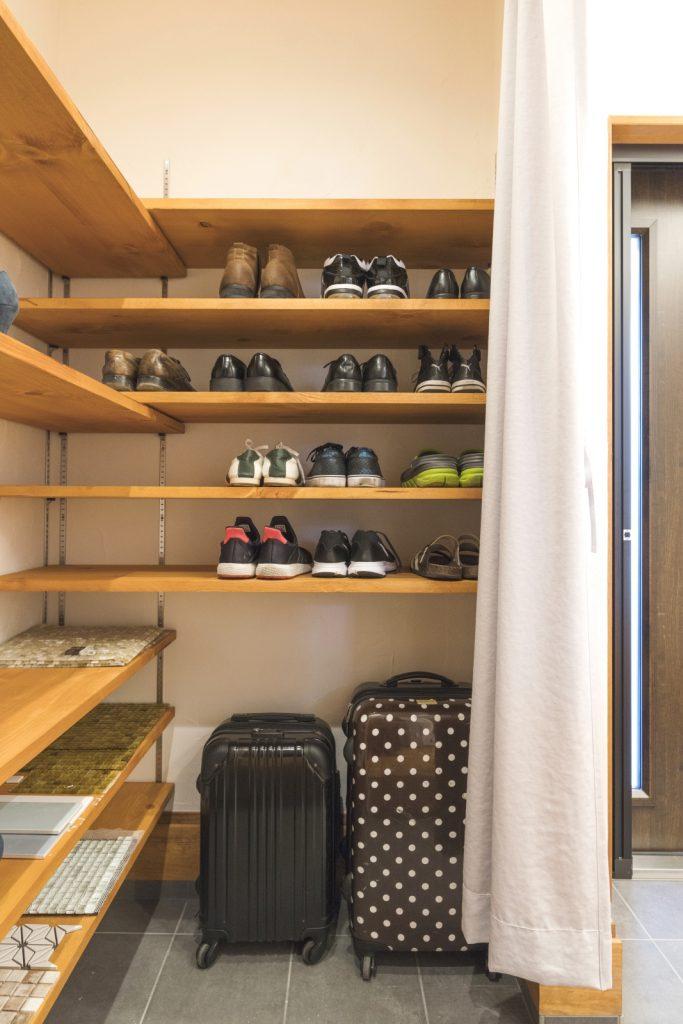 靴以外も収納◎大容量のシューズクローク