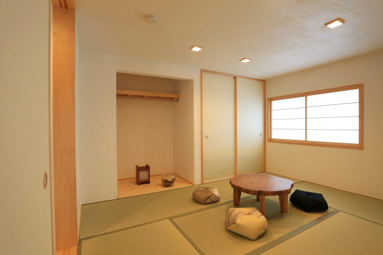 小上がりの和室。畳下には収納スペースを造作
