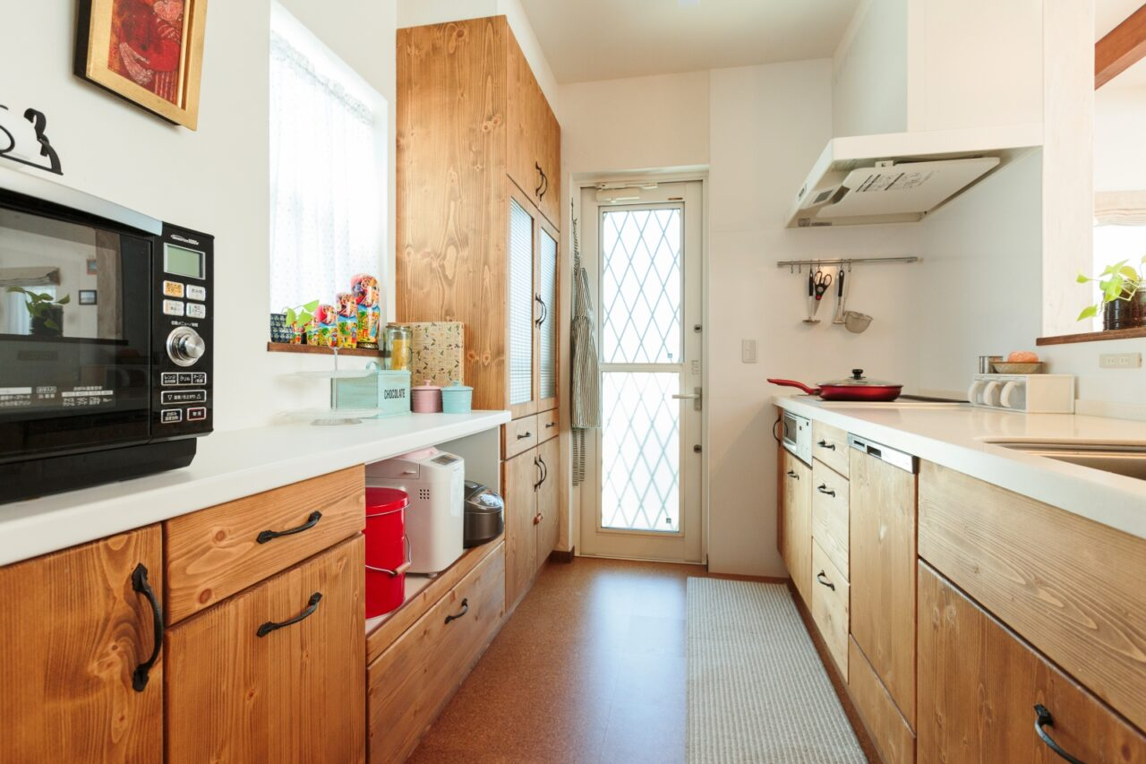 インテリアに合わせた木のキッチンも素敵
